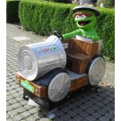 Sesamstrassen Oskar in der Mülltonne Oscar the crouch