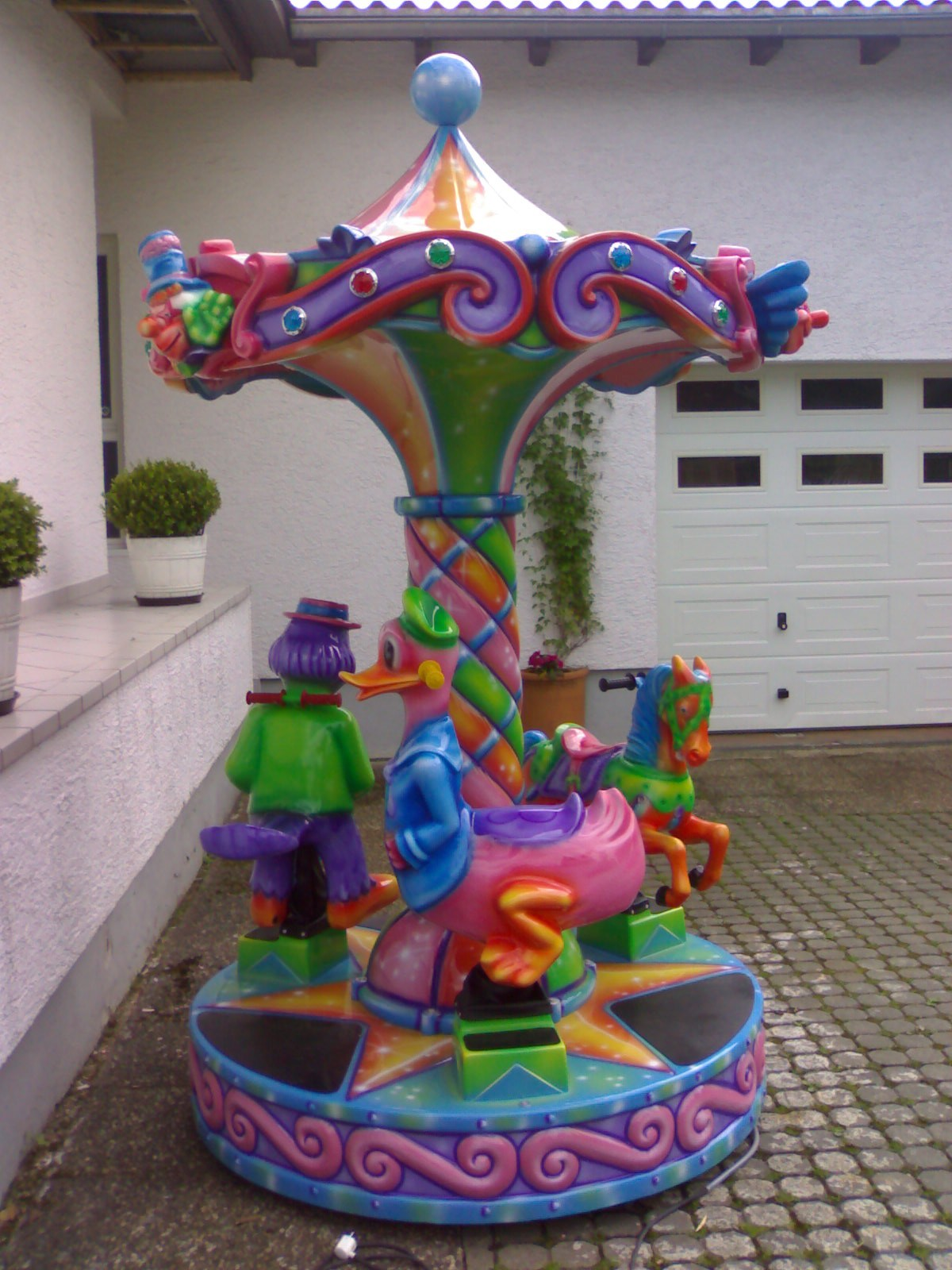 Large 3-seater carousel with moving figures