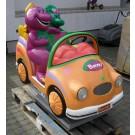 Dinosaurier Barney mit Dinos im Cabrio