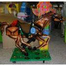 Großes Western-Pferd mit Totem-Pfahl